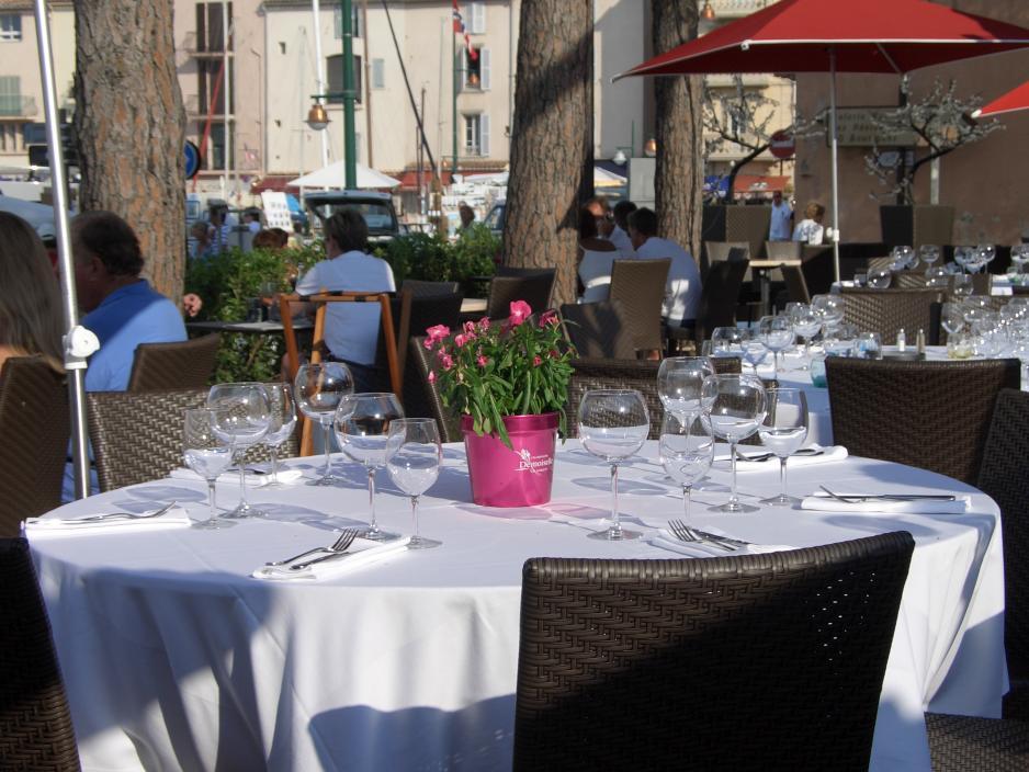 Restaurant Papagalo direkt unten am Hafen.