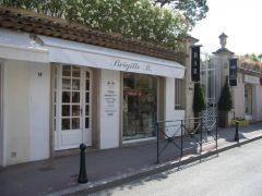 Das ist der ehem. Laden von Brigit Bardot.