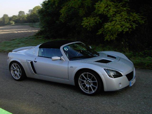 Opel Speedster Turbo Leistung: 187kW/254PS Gewicht: ca. 930kg