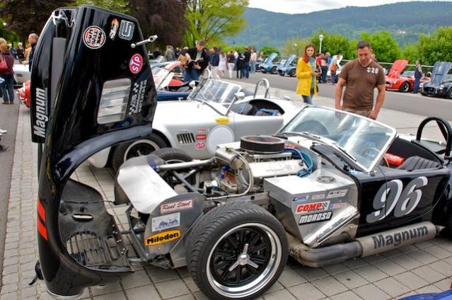 Magnum Cobra - mit stroked Big Block 484 CUI (8.0 Ltr.), stärkste klassische Cobra im Feld (hat sich dann auch prompt 2-mal bei der Ausfahrt gedreht!) :lol: