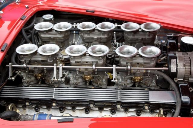 Mal ne Variante mit 12-Zylinder Jaguar-Engine ... ist halt alles nur eine Frage des Geschmacks!