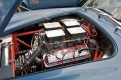 Klassische Chevy 350 CUI Engine mit 4 Doppelvergasern! Beachte: Fahrzeug mit drei Scheibenwischern!!