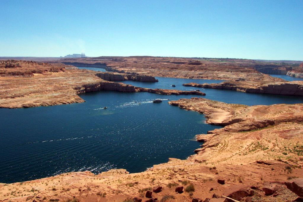Powerboat fahren auf dem Lake Powell ist jedesmal wieder eine Attraktion! Kann ich wirklich nur jedem empfehlen. Man kann alleine in einsame Canyons fahren und sieht wirklich die tollsten Farben.
