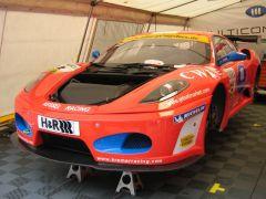Das ist ein Ferrari F430 in der Racing-Version.