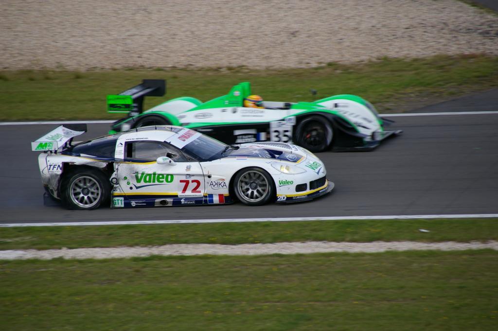 Corvette C6.R (mit geplatztem Reifen) + Pescarolo 06 Judd
