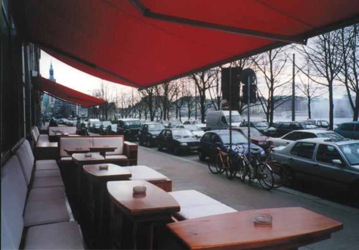 Terrasse des CIU´ am Ballindamm mit Blick auf die Binnenalster
