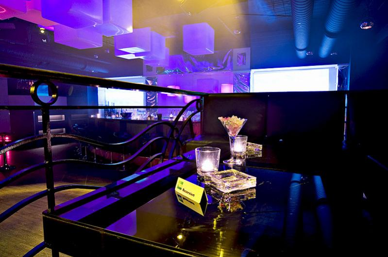 VIP Tisch (Nr 400) an der Tanzfläche, der begehrteste Platz im Laden....