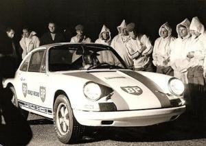 Porsche_911R_bei_der_Weltrekordfahrt_1967.jpg