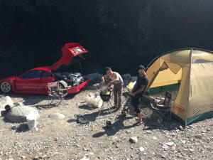 Japanese-man-goes-camping-with-his-Ferrari-F40-11 - Kopie.jpg