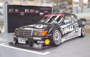 1200px-Mercedes-Benz_W201_Roland_Asch_DTM_1993.jpg