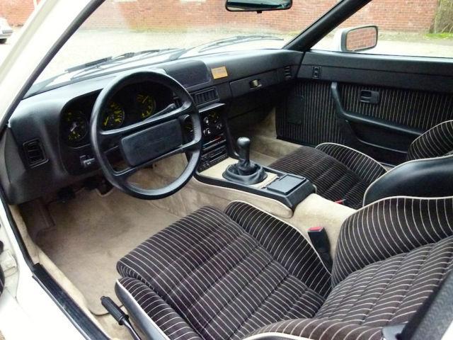 Interessante interieur beispiele von porsche sportwagen for Porsche 944 interieur