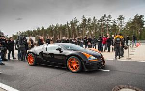 2013-Bugatti-Veyron-Grand-Sport-Vitesse-side.jpg