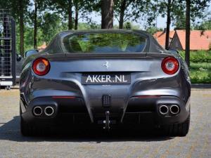 Ferrari_F12_Berlinetta_s_kouli_05_800_600.jpg