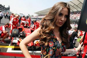 f1-mexican-gp-2015-grid-girl-for-sebastian-vettel-ferrari-sf15-t.thumb.jpg.a2cd859fca4da20ffe0c7fa8509623ef.jpg
