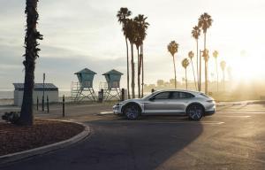 Porsche-Mission-E-Cross-Turismo-Concept-17.thumb.jpg.8d3c10aba83fd95ee62d653a62ca1598.jpg