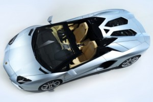 Lamborghini Aventador LP700-4 Roadster – Bull open