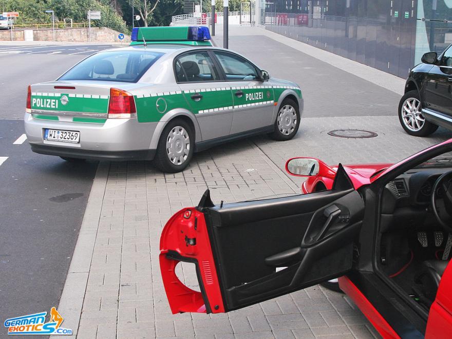 Polizei und Ferrari
