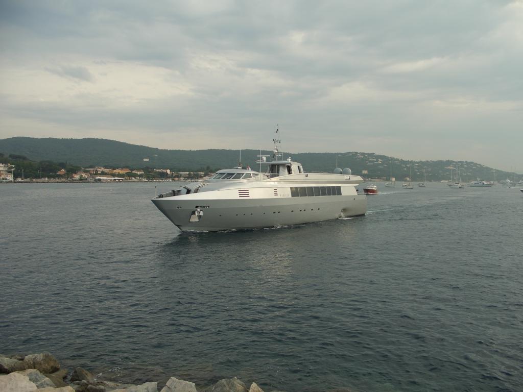 Auch wenn die ICEBLUE mit ihren 40 Metern eher zu den kleinen Schiffen im Hafen gehört kann sie soundmäßig fast mit einem Powerboot mithalten.