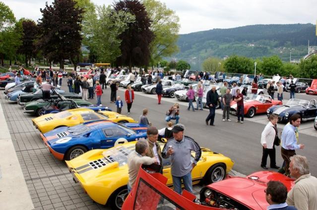65 Cobra's, 2 Daytona Coupe's und 3 Ford GT40  - atemberaubend / insbesondere der Sound! - alle zusammen mit etwa 20-25.000 PS :-))!