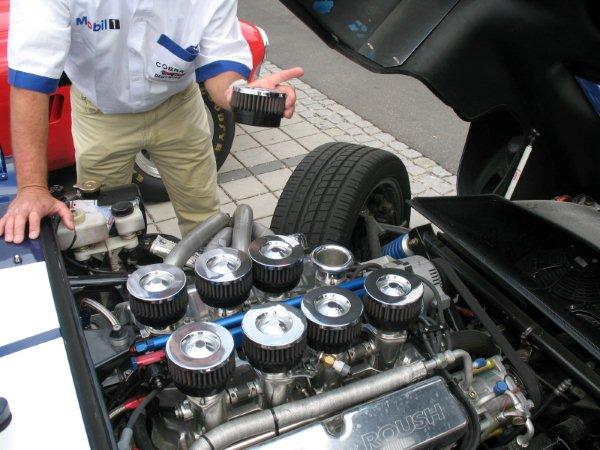 Cobra Daytona Coupe - under the hood 6,6 Ltr Roush