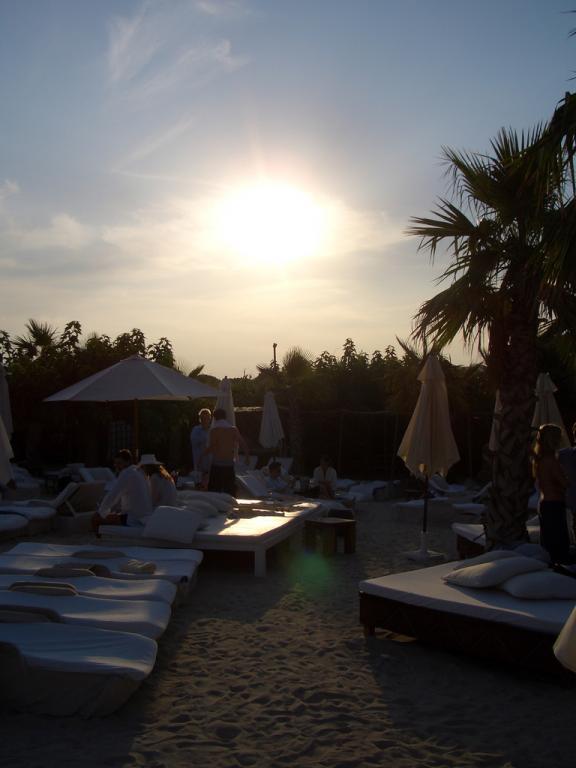 Sobald die Sonne unter geht heißt es ab und vorbereiten für die nächste Party.