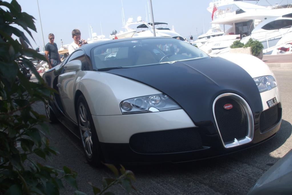 Bugatti am Hafen