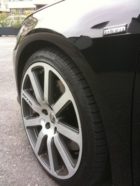 MTM BiMoto Felgen 8,5 x 19 Zoll mit 235 Pirelli Zero Rosso rundum