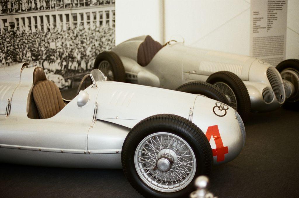 Zwei legendäre Klassiker der deutschen Motorsportgeschichte am Stand von Motor Klassik.