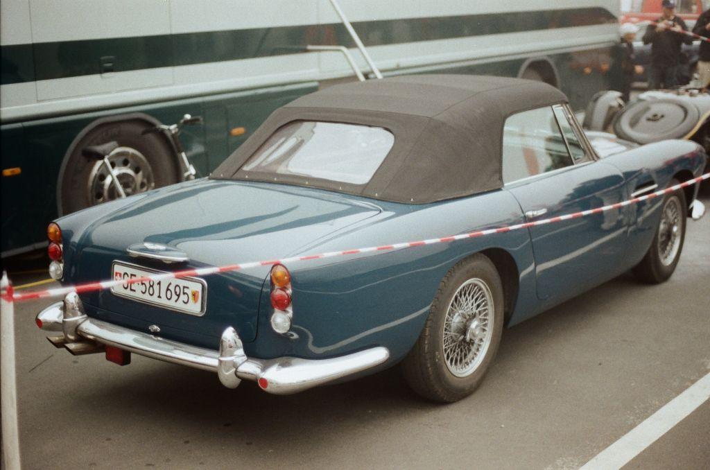 Auf dem Weg zur Mercedes-Arena entdeckte ich diesen wunderbaren Aston Martin Convertible.