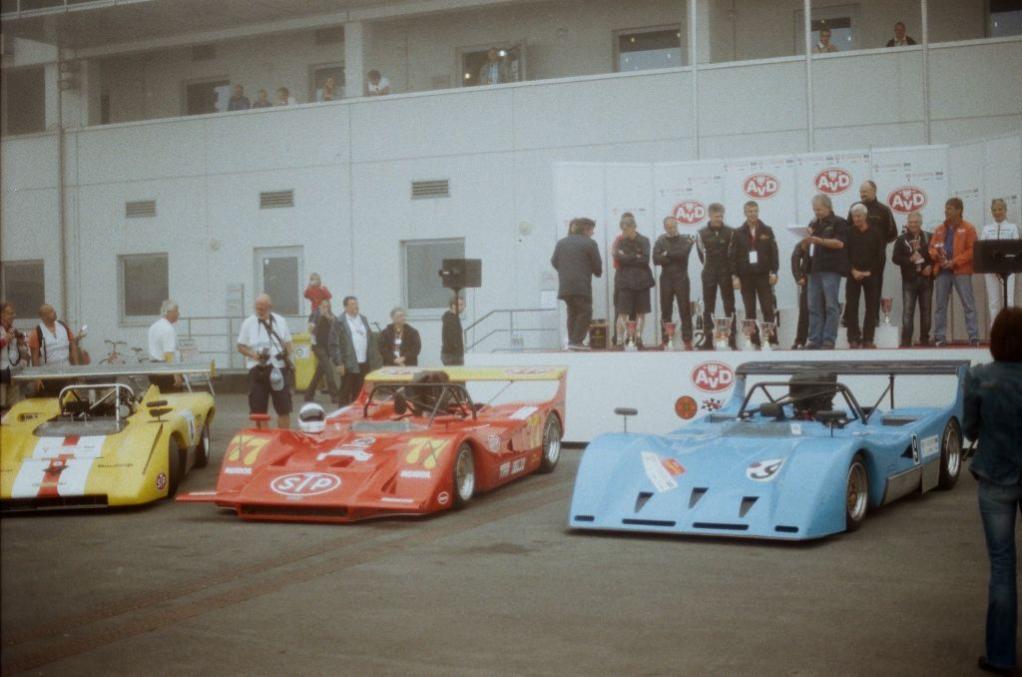 Nicht nur die schon legendäre Gruppe C kehrte im Rahmen des OGP auf den Nürburgring zurück, im Wettbewerb um den ORWELL SuperSports Cup waren auch einige alte CanAm- und Interserie-Fahrzeuge zu bewundern, wie z.B. die zwei March, die man hier auf dem Foto