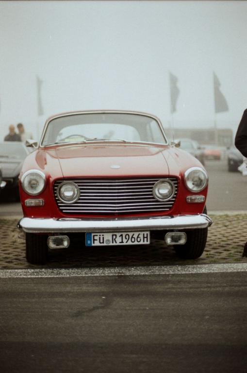 Fata Morgana? Ein alter Bristol auf der Standfläche des Deutschen Maserati-Clubs?