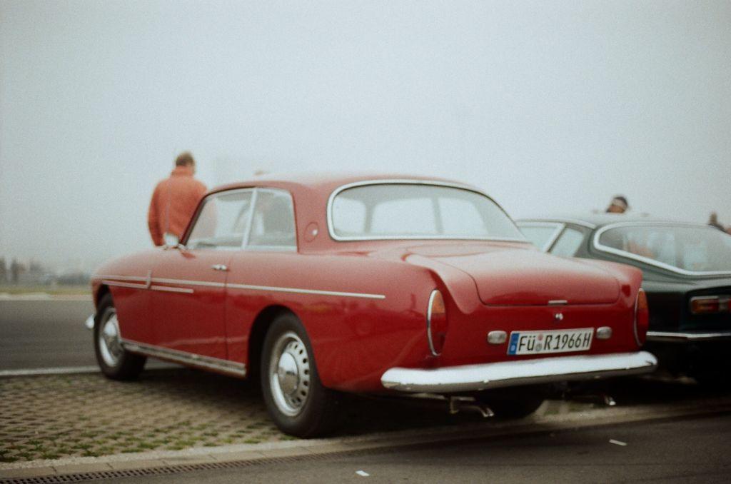 Und zwar von den insgesamt nur 74 produzierten der einzige in Deutschland zugelassene.  Im Besitz eines Auto Bild-Redakteurs, der den Wagen selbst aus England importiert hat. Dies erfuhr ich allerdings erst im Nachhinein.