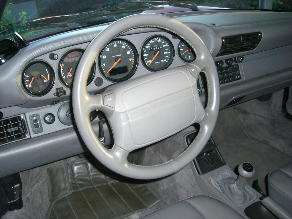 Cockpit: Leder, wohin das Auge reicht.