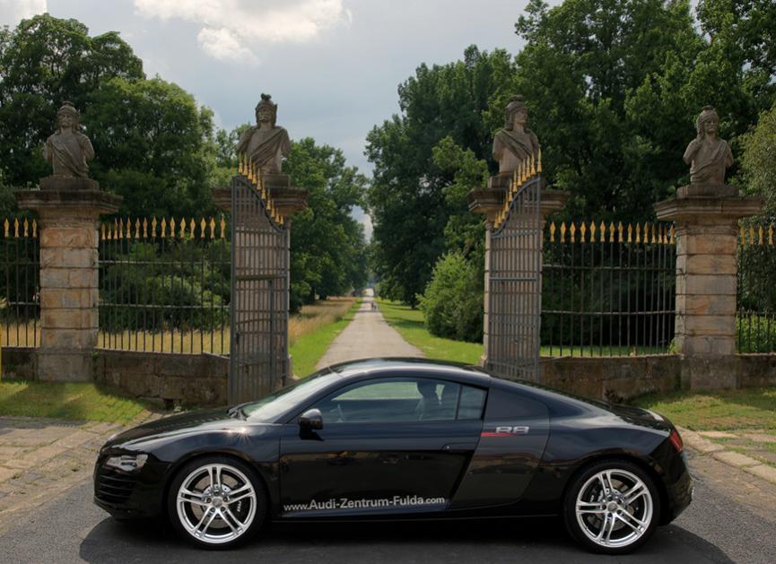Audi R8 side