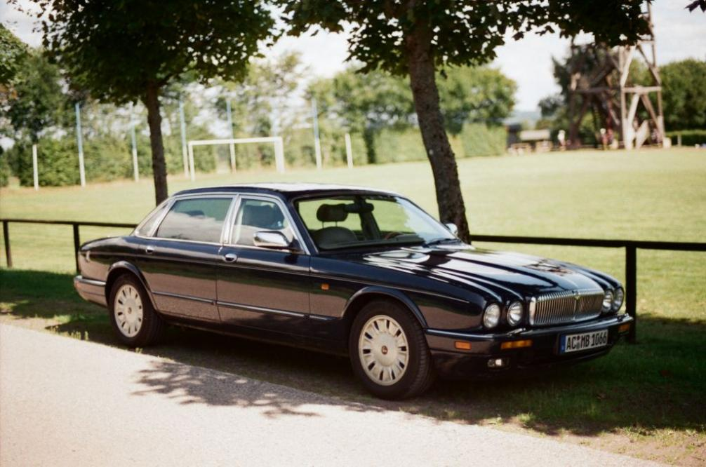 Daimler Double Six (X330)