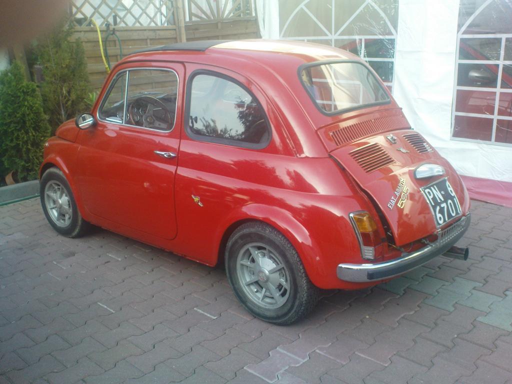 Ein sehr gepflegter Abarth-Fiat 595, gesehen am 9. Mai 2011 im Innenhof einer Pizzeria in Groß-Gerau (gehörte dem Inhaber).