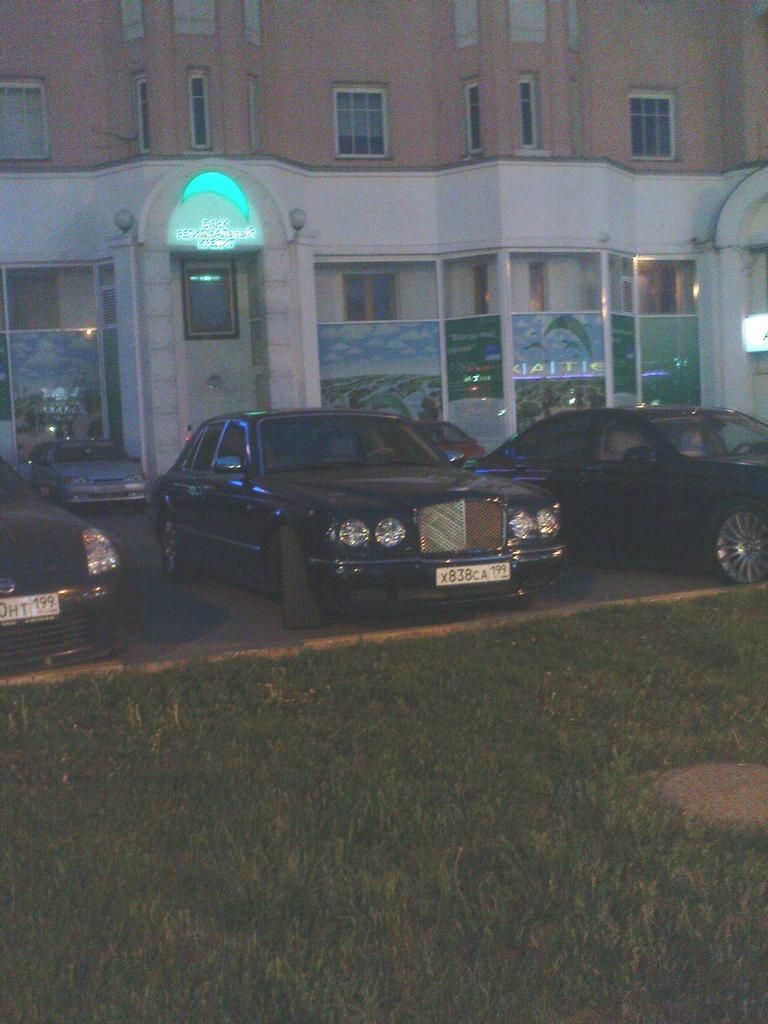 Bentley Arnage nachts in Moskau, Mai 2011