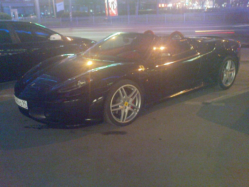 Ferrari F 430 Spider vor meinem Hotel in Moskau, Mai 2011