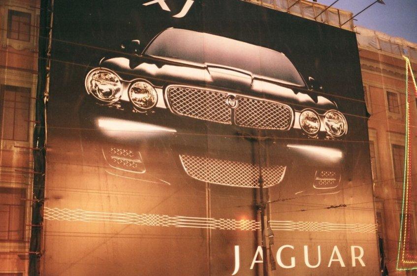 Jaguar XJ-Werbung am Newski Prospekt, Januar 2008
