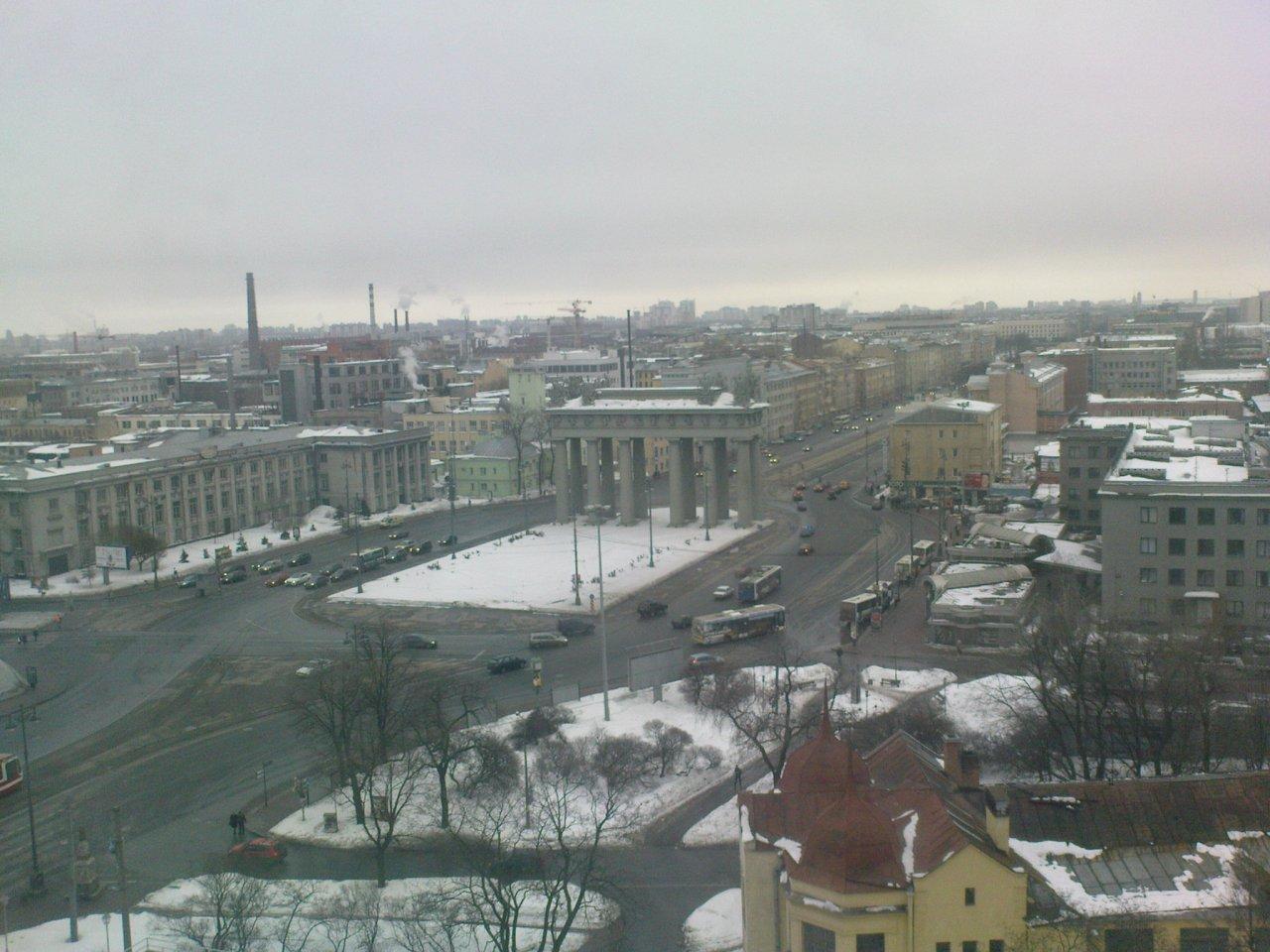 Das Moskauer Tor in Sankt Petersburg bei Tag...