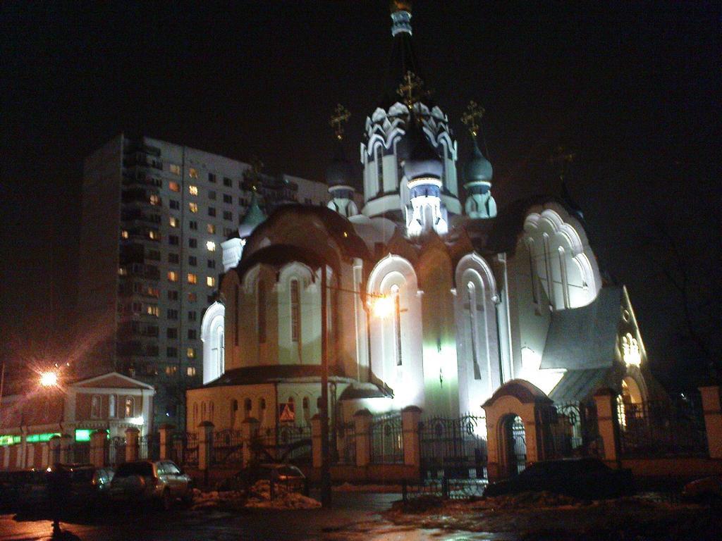 Die Christi-Auferstehungs-Kirche zu Sokolniki. Eine der wenigen Moskauer Kirchen, in der auch während der kommunistischen Diktatur durchgehend Gottesdienste abgehalten wurden.