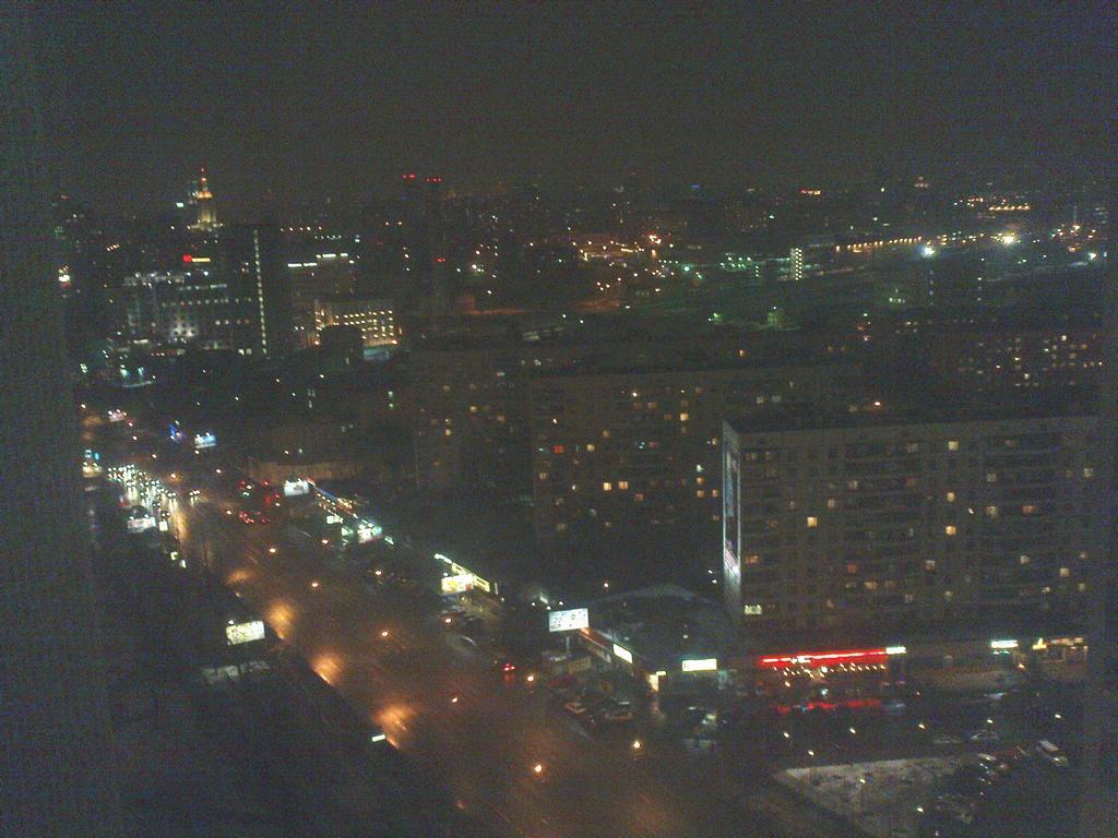 Blick auf die Rusakovskaya bei Nacht