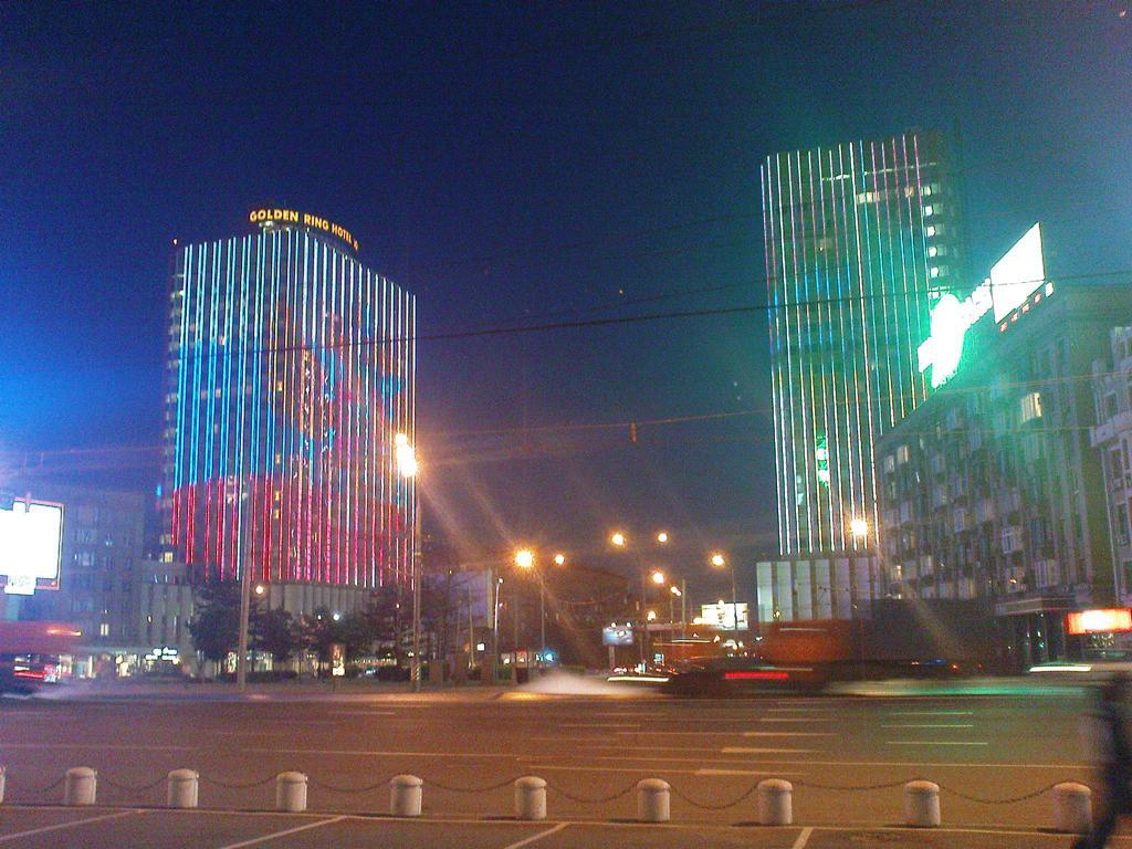 Die beiden Hotels an der Smolenskaya, links Golden Ring, rechts Belgrad