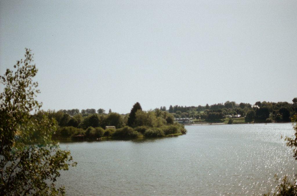 Blick auf den Bütgenbacher See (Lac de Butgenbach)