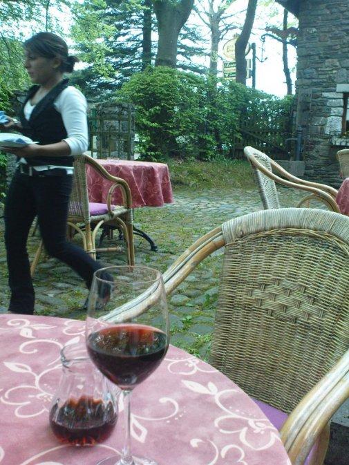 Im Frühjahr auf der Gartenterasse eines meiner Lieblingslokale hier in der Gegend - dem türkischen Restaurant Zaunkönig in Höfen-Alzen