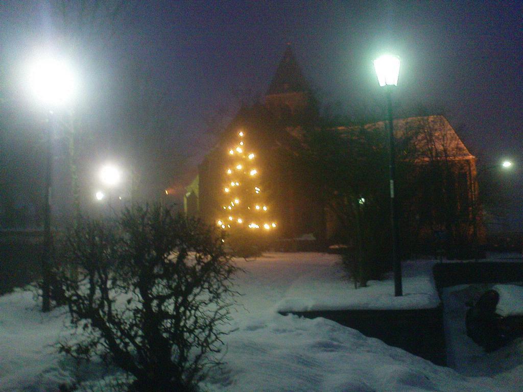 Die Konzener Pfarrkirche im adventlichen Nebel, Dezember 2010