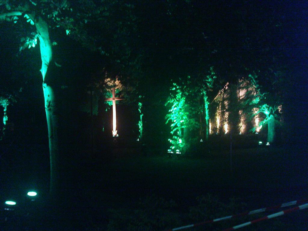 Illumination vor der Imgenbroicher Pfarrkirche anlässlich der 650-Jahr-Feier