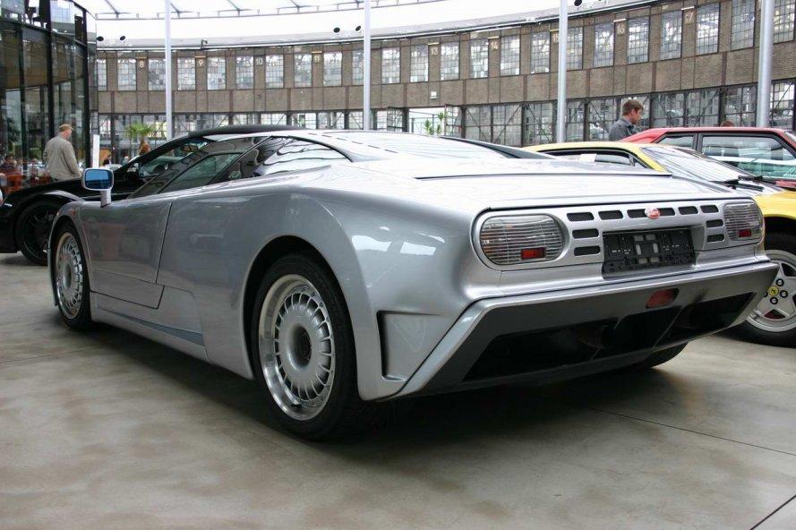 Bugatti EB110 GT im Meilenwerk Düsseldorf