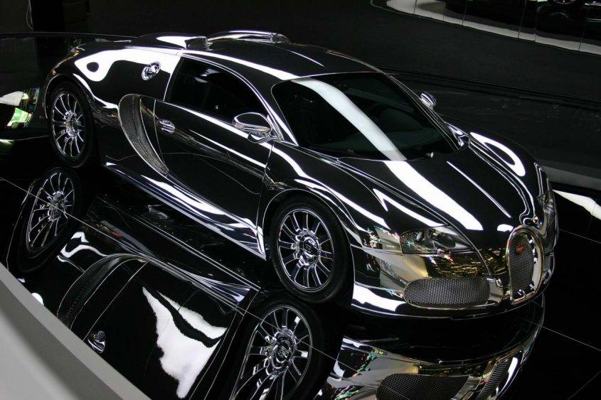 Bugatti Veyron in der AutoStadt in Wolfsburg