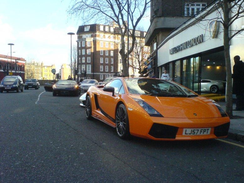 Superleggera vor der Lamborghini-Vertretung London